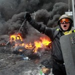 (VIDEO) UKRAINE PROTESTS: KIEV TURNS INTO A BATTLEFIELD AS RIOT POLICE & PROTESTERS CLASH!