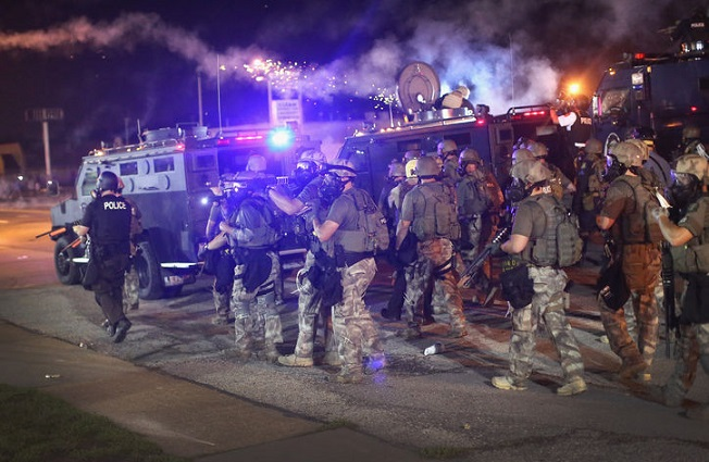 FERGUSON PROTESTERS STANDOFF WITH POLICE! (VIDEO)