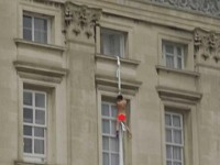 Watch What Happens To This NAKED Guy At Buckingham Palace!
