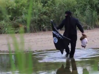 MAN CROSSES U.S. BORDER DRESSED AS ISIS TERRORIST CARRYING HEAD!